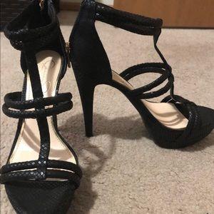 Jessica Simpson heel